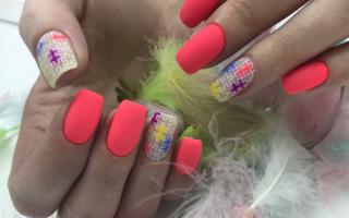 Нежно-розовый маникюр весна-лето 2019 стильный дизайн фото