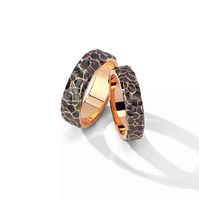 Самые стильные свадебные кольца для мужчин 2020 новинки фото