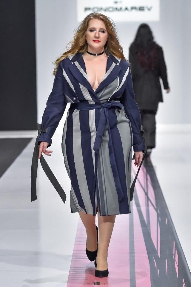 Мода для полных женщин 2020 фото стильные образы новинки