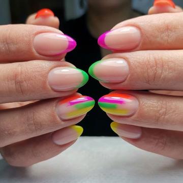 Цветной френч гель лаком 2020 года - изысканный маникюр фото