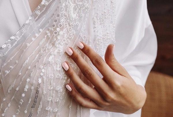 Самый красивый стильный свадебный маникюр 2020 идеи фото