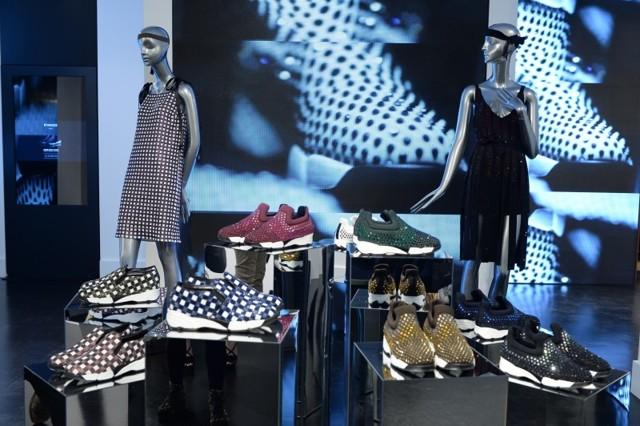 Модная одежда и обувь со стразами Сваровски 2020 фото
