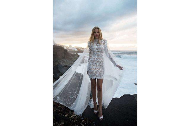 Зимние свадебные платья 2020: модные тенденции, фото новинки
