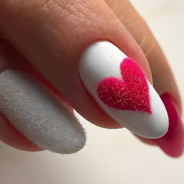 Дизайн ногтей с сердечками 2020 фото романтичные идеи
