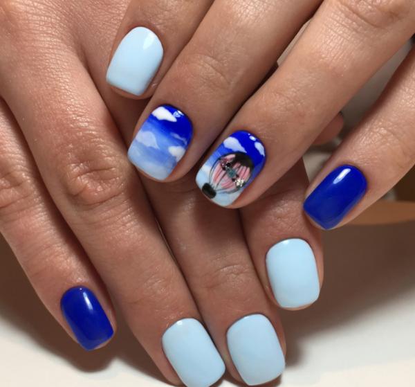 Нежно-голубой маникюр фото 2020 модные варианты