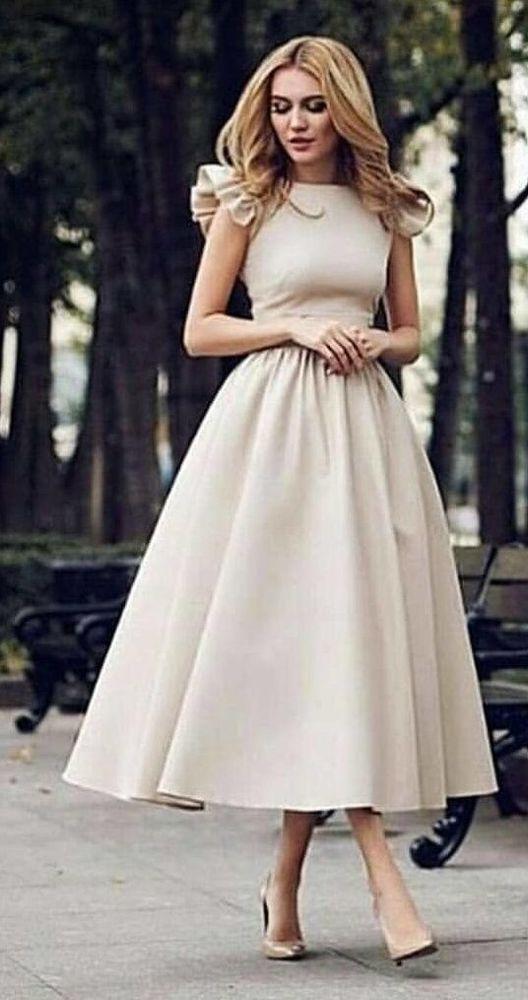 Выпускные платья 2020: Модные тенденции фото нежных образов