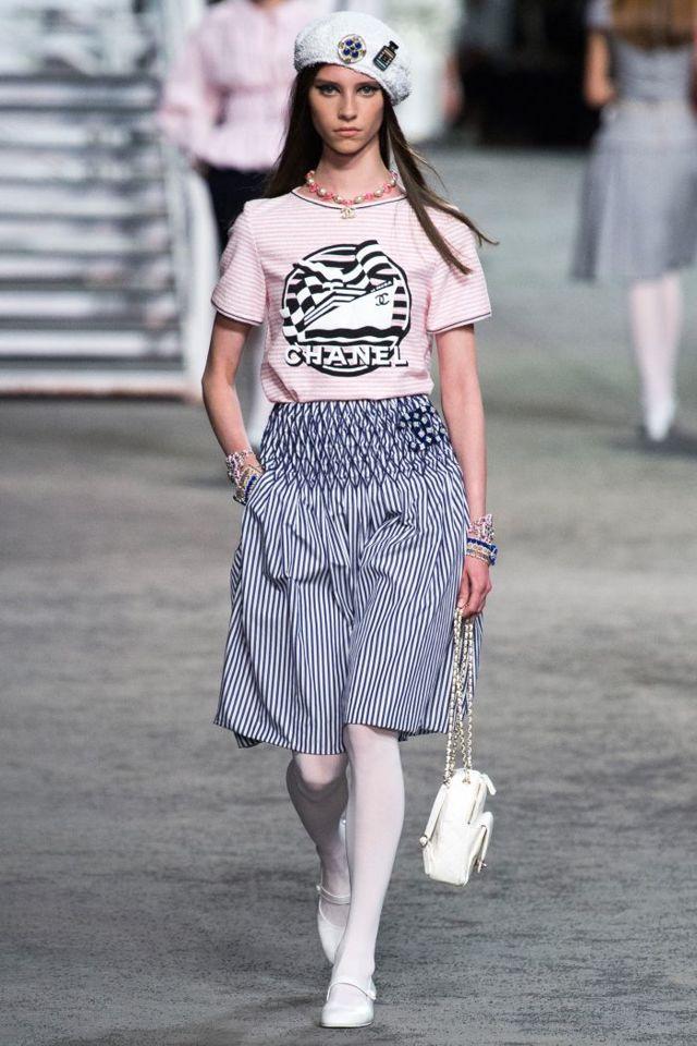 Модные женские футболки на лето 2019-2020: новинки, фото