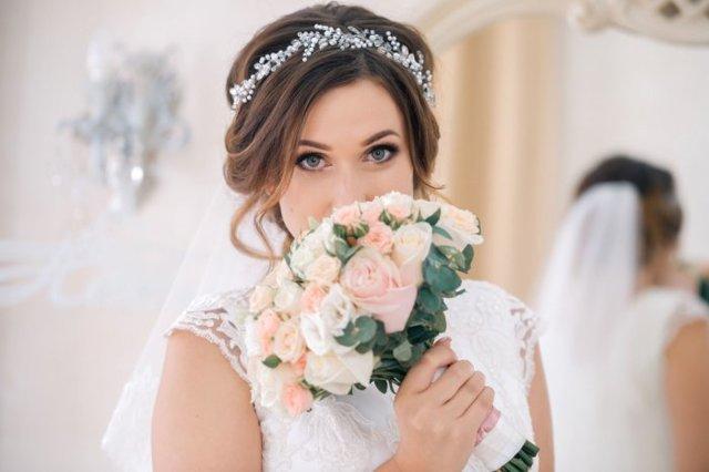 Свадебные прически 2020 фото стильные нежные варианты